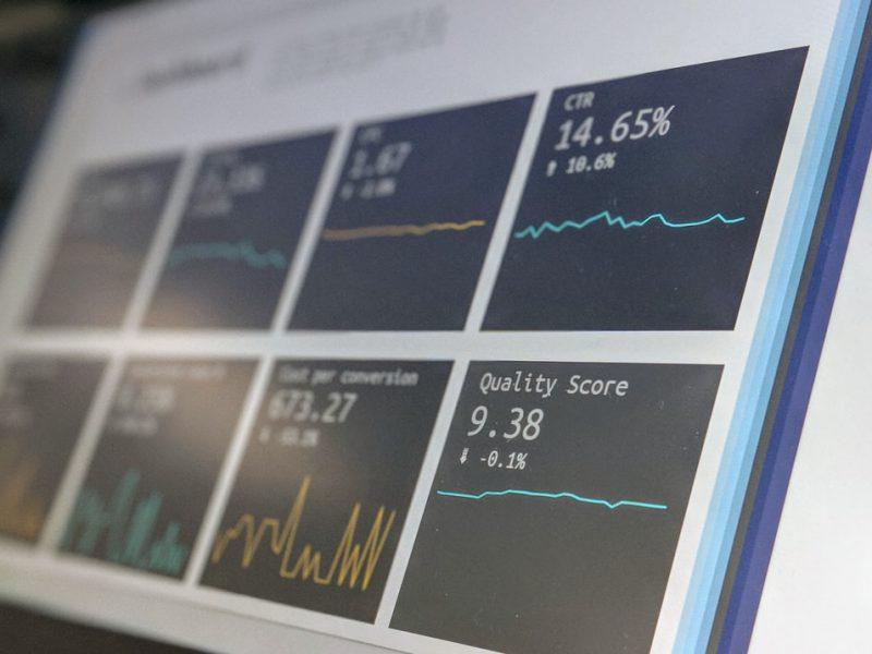 Online Aktien handel, welchen Broker sollten Sie wählen, wenn Sie häufig reisen? Ein paar Tipps und Überlegungen, wählen Sie einen Anbieter, bei dem Sie im Flugzeug handeln können